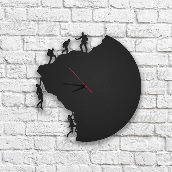 Dağcı Figürlü Ahşap Duvar Saati