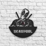 Deadpool Figürlü Ahşap Duvar Saati