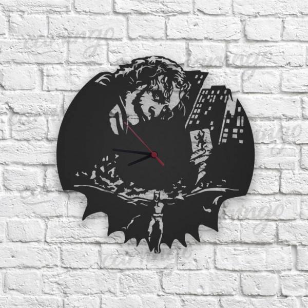Joker ve Batman Figürlü Ahşap Duvar Saati